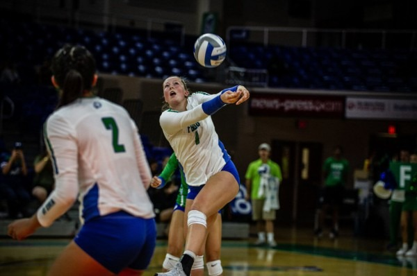 Volleyball Defeats Alabama State To Finish Invitational Play