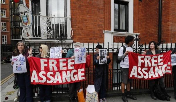 Un Tells Britain  Allow Assange To Leave Ecuador Embassy