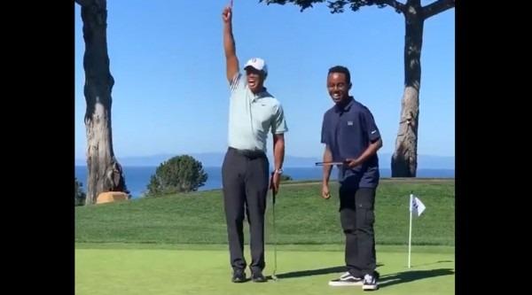 Watch  Tiger Woods Sinks Hands