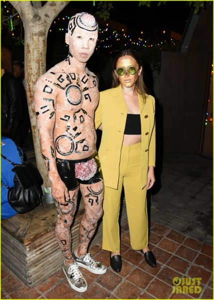 Michelle Trachtenberg & Portia Doubleday Get Into Halloween Spirit