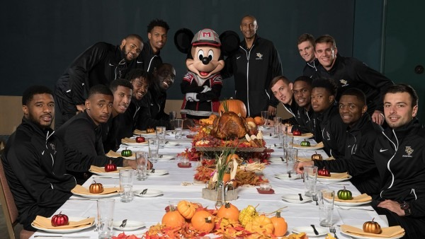 2017 Advocare Invitational Teams Share Thanksgiving Dinner With